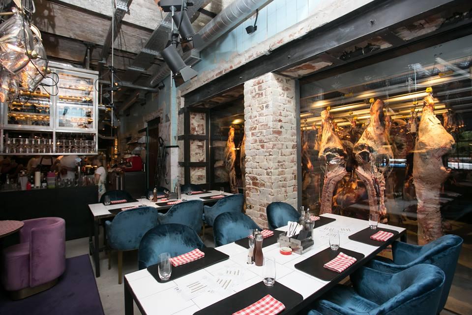 Overhead rail system for restaurants